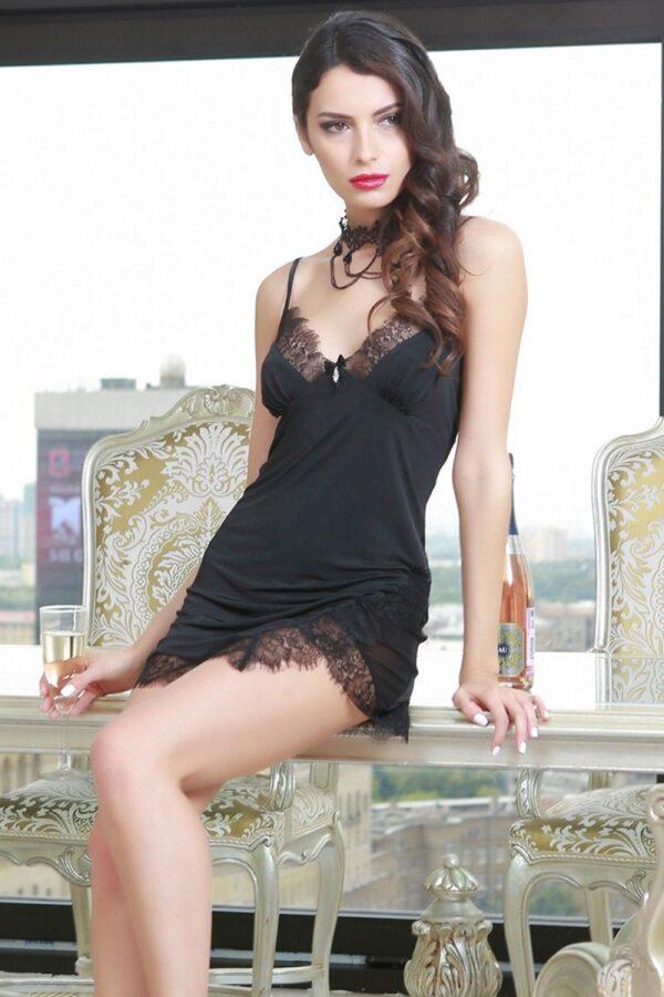 Изысканная сорочка Glamour с асимметричным подолом