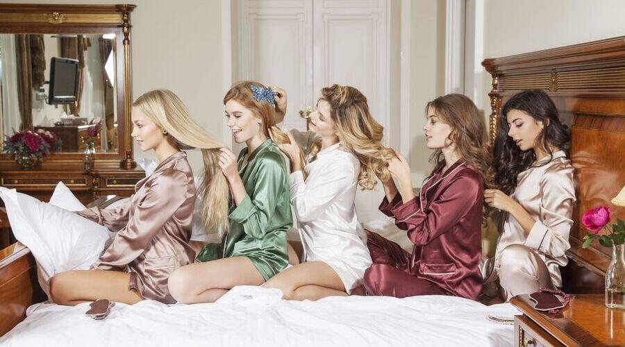 Девушки в красивых пижамках
