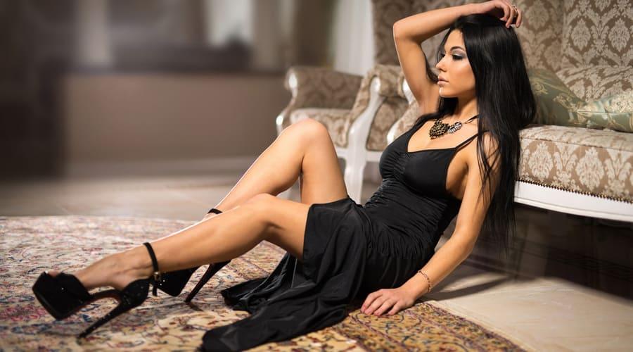 Платье в бельевом стиле: домашняя одежда или образ на выход