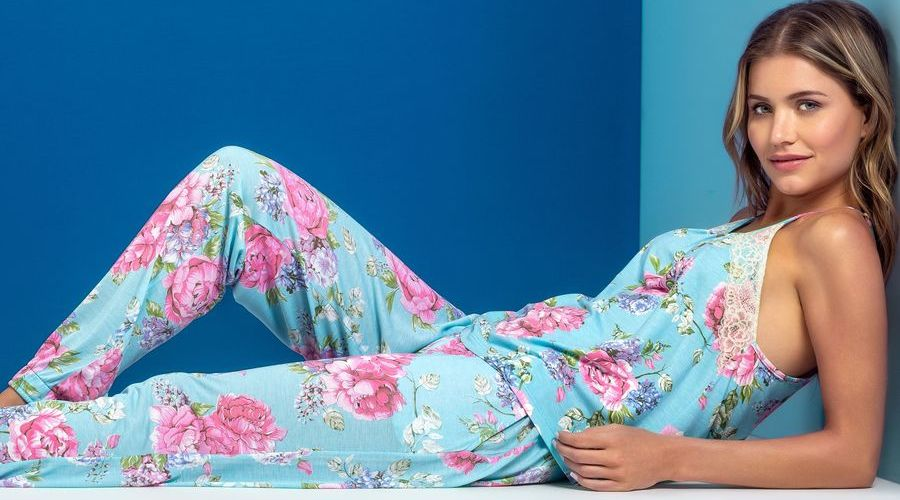 Красивая пижама с цветочным принтом
